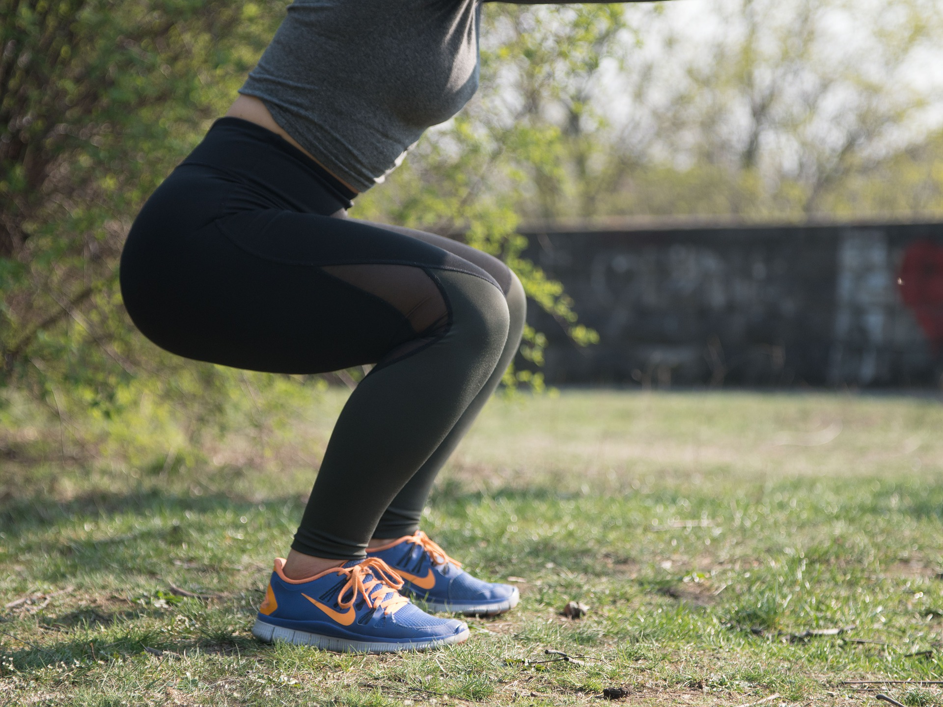 Žena dřepy squats