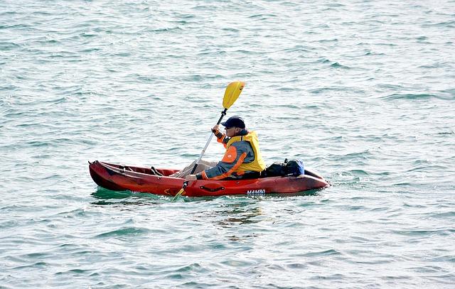 kánoe na vodě
