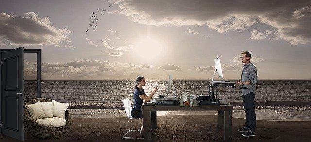 pracuje na pláži