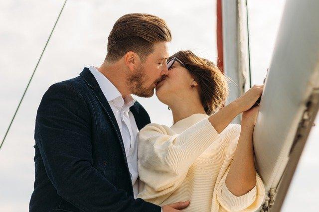 polibek na jachtě