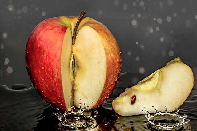 jablko ve vodě