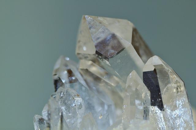 semi drahé kameny