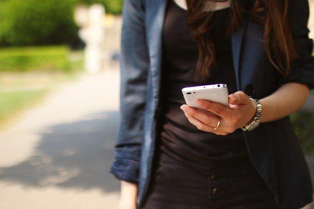 mobil na dlani
