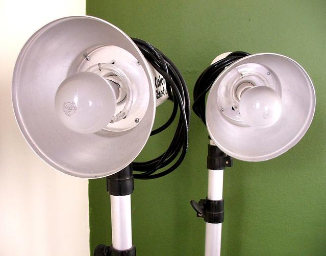 dva reflektory se žárovkami.jpg