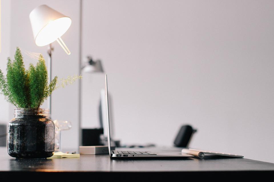 lampička na stole